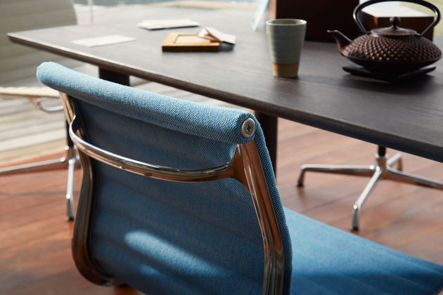 Aluminium-Chair-EA-101---104_2_web